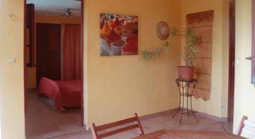 Studio chambre double avec terrasse et cuisine